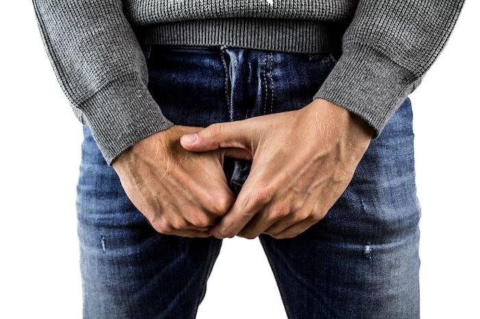 Mann mit kleinem Penis Syndrom